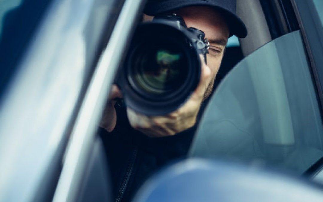 Cómo puede ayudar un detective en una acusación falsa de malos tratos